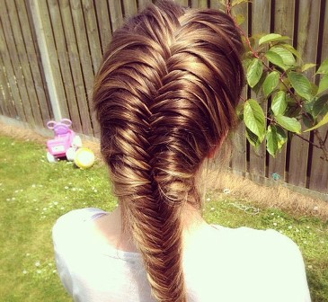 Model Fishtail hair