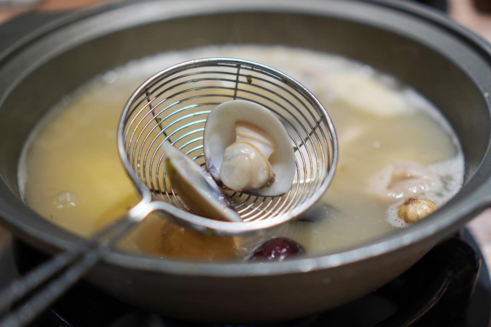 台南東區美食【就愛這鍋 麻辣鍋】蛤蜊