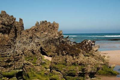 Erosao-Oceano-Praia-Mare-Rochas