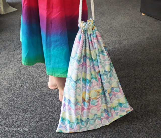 Learn how to make a lined drawstring library bag ~ Threading My Way
