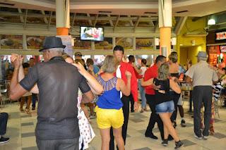 Santa Cruz Shopping realiza 'Tarde Dançante' no domingo