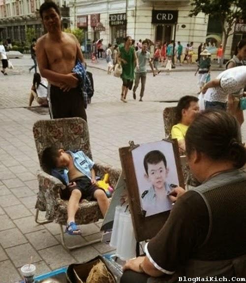 Ảnh vui đi vẽ chân dung