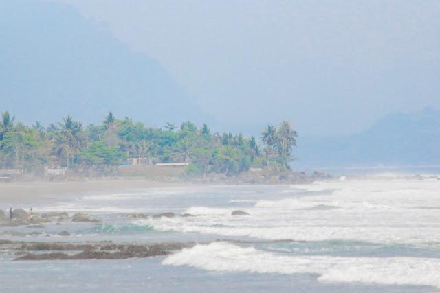 pantai pelabuhan ratu karanghawu