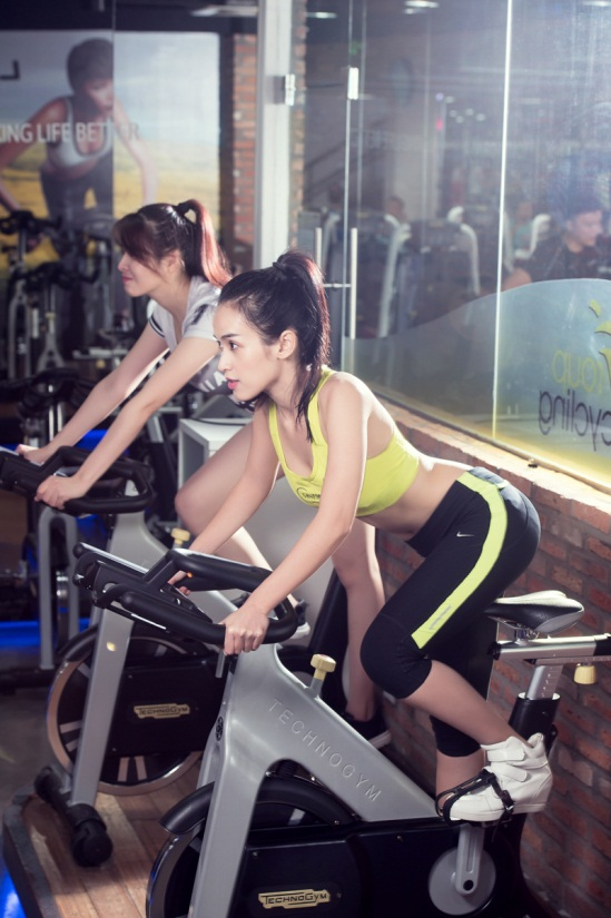 Image result for hotgirl đạp xe thể dục