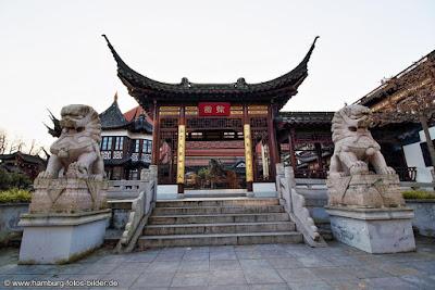 Eingang zum Chinesischen Teehaus Yu Garden in Hamburg