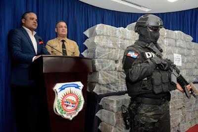 Dirección Nacional de Control de Drogas ocupa 689 paquetes cocaína en las costas de la provincia la Altagracia