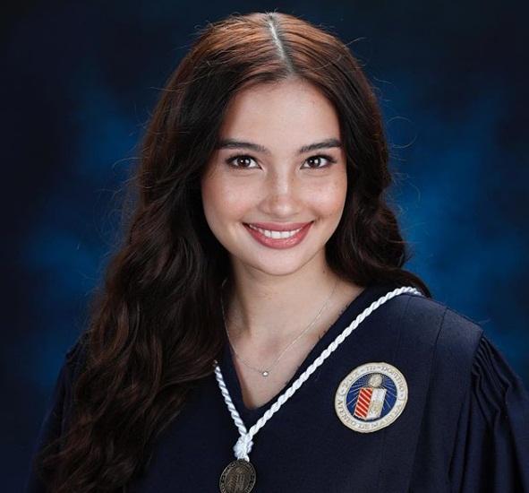 Merritt is a graduate of Ateneo de Manila University.