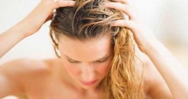 Como disfarçar cabelos sujos