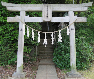 Toriiof-Oomatono-Tsunoten-Shinto-Shrine-in-Inagi