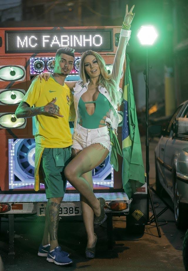 Mc Fabinho e Fernanda Lacerda. Foto: RL Assessoria/Renato Cipriano - Divulgação
