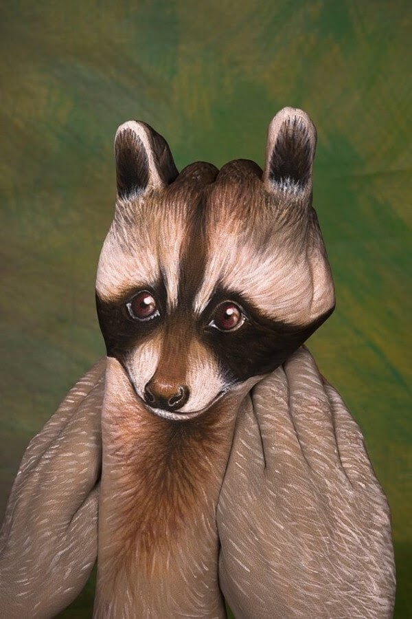 03-Raccoon-Guido-Daniele-Body-Painting-www-designstack-co