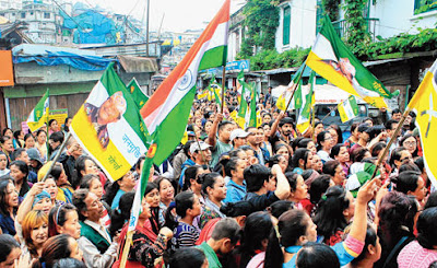 Morcha supporters demonstrate in front of Darjeeling Sadar police station