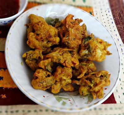 http://myindiantaste.com/cauliflower-pakoras-recipe-crispy-deep-fried-cauliflower-snack/