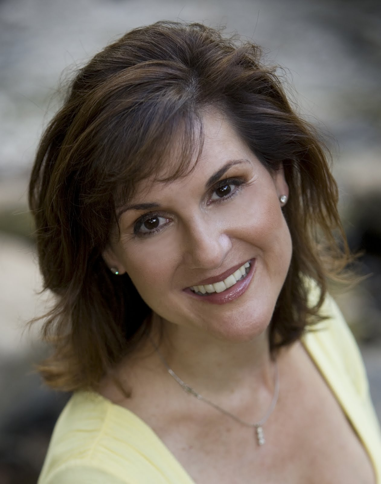 NYT Bestselling author Karen White, The Queen of Setting as