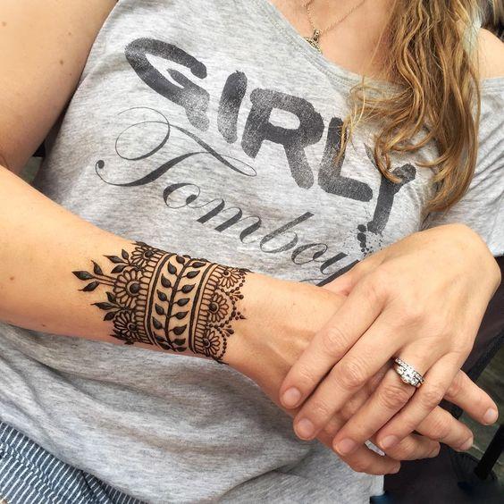 Attractive Wrist Henna Tattoos For Women