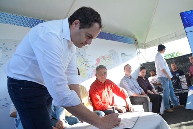 Governador Paulo Câmara autoriza construção da adutora do Pirangi