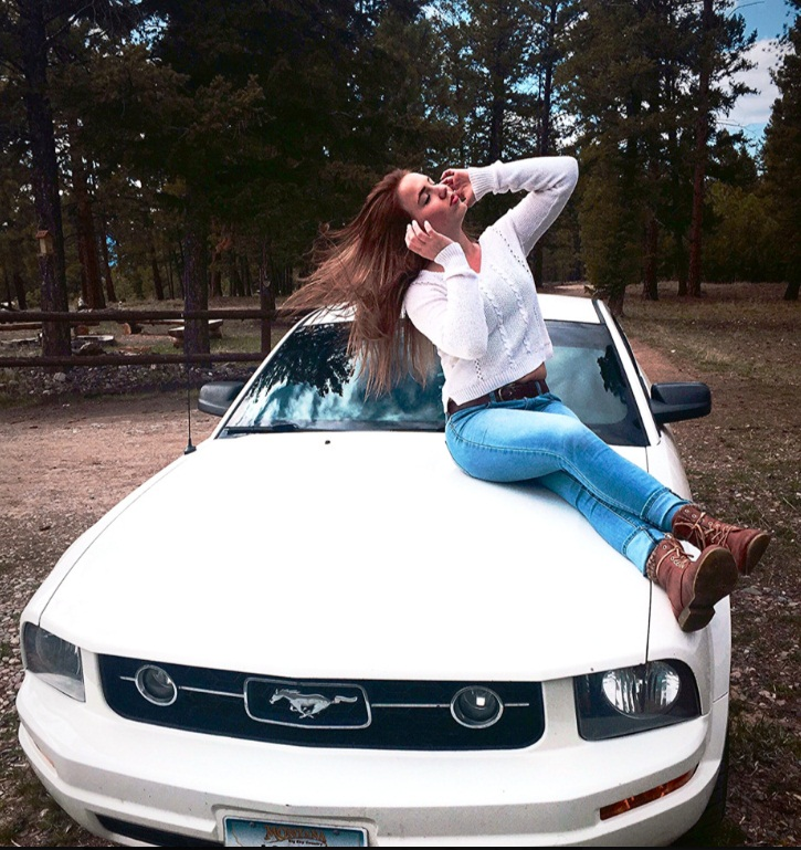Ford Mustangs With Beautiful Girls 2 Iblog