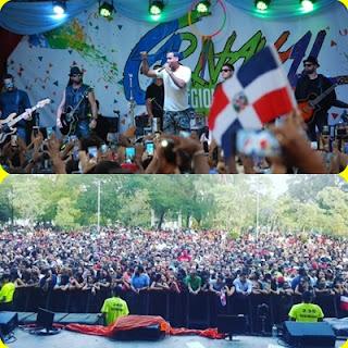 bani-se-endulzo-con-su-heroe-favorito-en-bachata-romeo-santos-deleito-a-los-dominicanos-con-un-concierto-sorpresa-ver-video