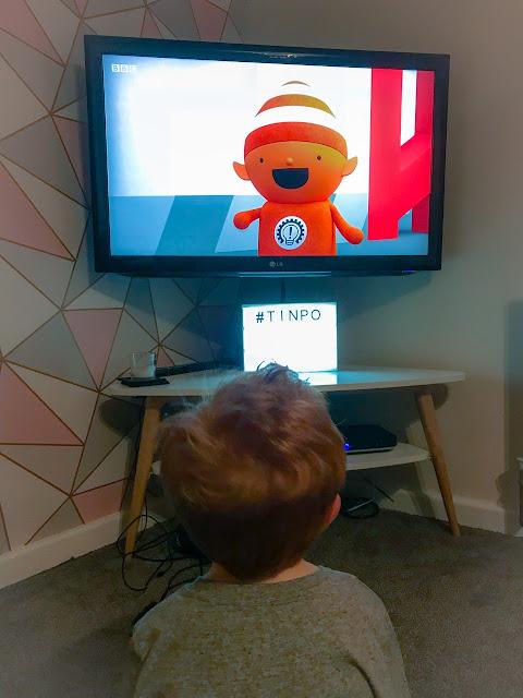 Little boy watching Tinpo