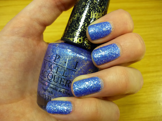 Mariah Carey OPI Christmas Collection Swatch Kiss me at midnight
