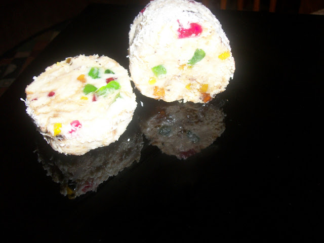 Творожная колбаска с печеньем и цукатами