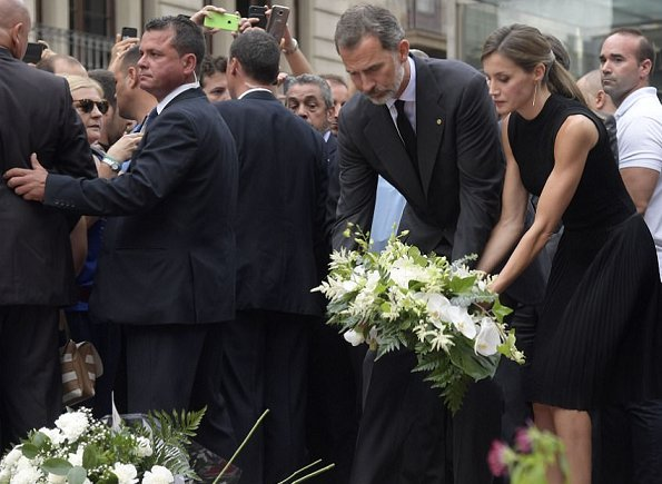 King Felipe and Queen Letizia lay a wreath of flowers for the victims of the Barcelona attack on Las Ramblas boulevard