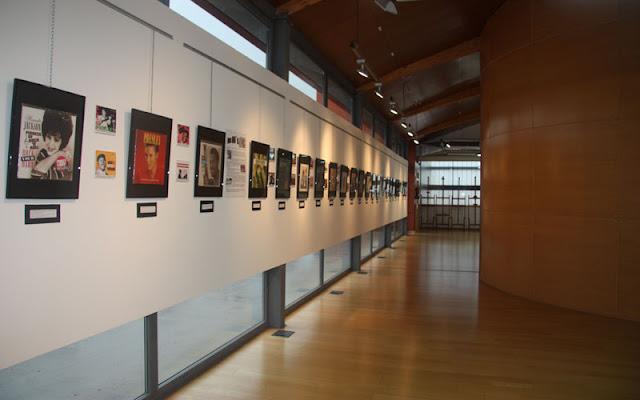 Imagen de la sala de exposiciones con parte de las obras. IMAGEN I LLESCAS COMUNICACIÓN