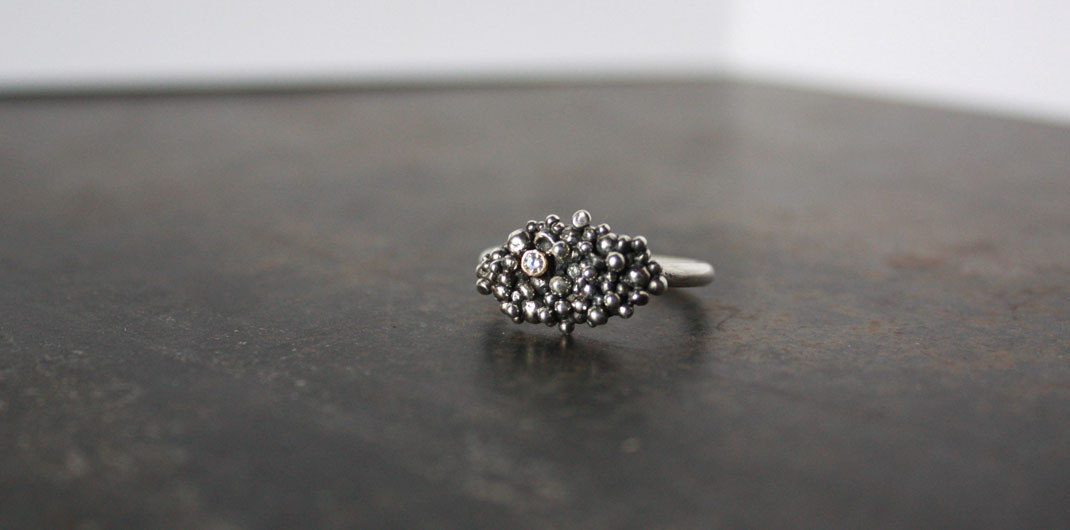 Bubble ring with tube set diamond in 14k gold