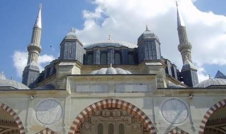 http://3.bp.blogspot.com/-Om6LjfhffNw/T8x_k5ALKVI/AAAAAAAAAAo/QndowuSjjl0/s1600/masjid-selimiye-_120429070143-798_2.jpg
