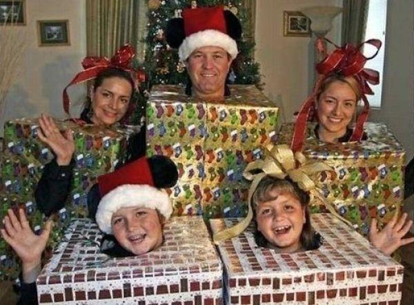 Weird Family Christmas Photos 5