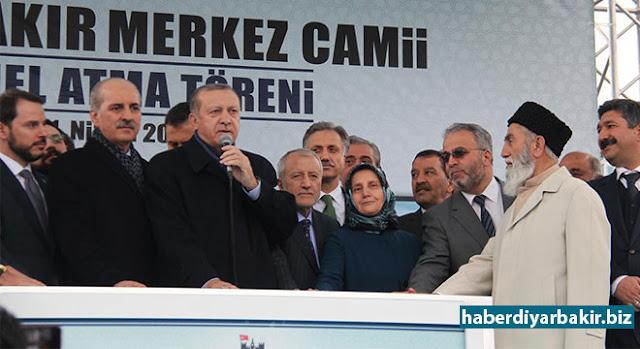 """DIYARBEKIR-Serokkomar Erdogan di bernameya ku beşdarî bû de diyar kir 'Em bi mînareyan jiyan û em bi ezanan mezin bûn. Me bi izna Xweda xwest ku camî bê Misliman nemînin. Ev berhem van  niyetên me piştrast dike."""""""