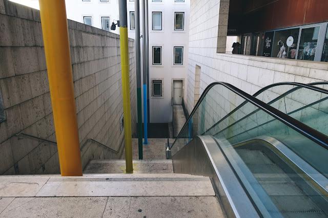 「ガレット通り(Rua Garrett)」にあるエレベーター