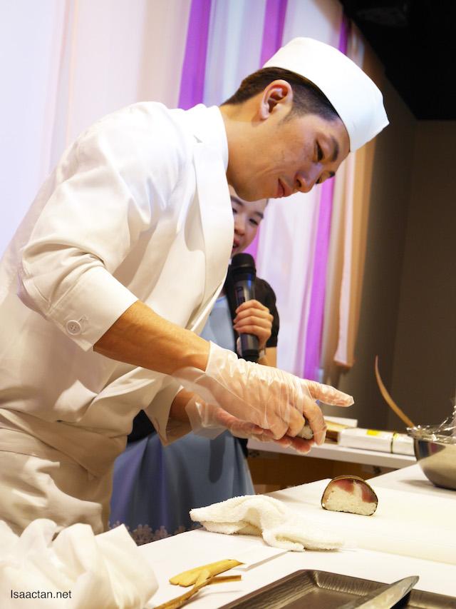 Chef Sasaki presented to us two of his signature dishes, Chirasizushi (Scattered Topping Sushi) and Saba-sugatazushi (Whole Mackerel Lightly Matured Sushi)