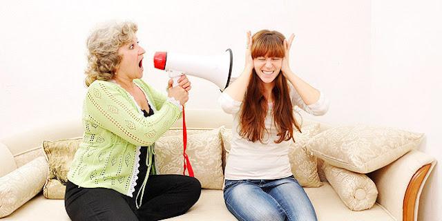Tips Menghadapi Ibu Mertua Galak dan Cerewet
