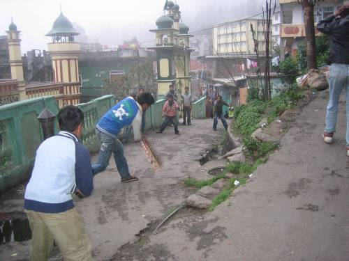 Nostalgia of Road Cricket in ‪Darjeeling‬