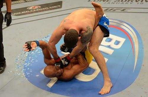Anderson Silva sofre grave lesão e Chris Weidman mantém cinturão