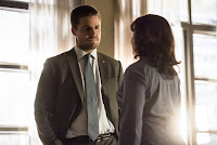 Kathleen Gati and Stephen Amell in Arrow Season 6 (9)