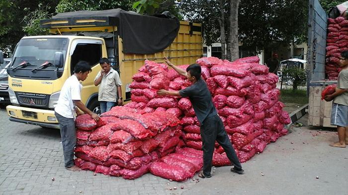 Polisi Medan Berhasil Amankan 10 Ton Bawang Ilegal