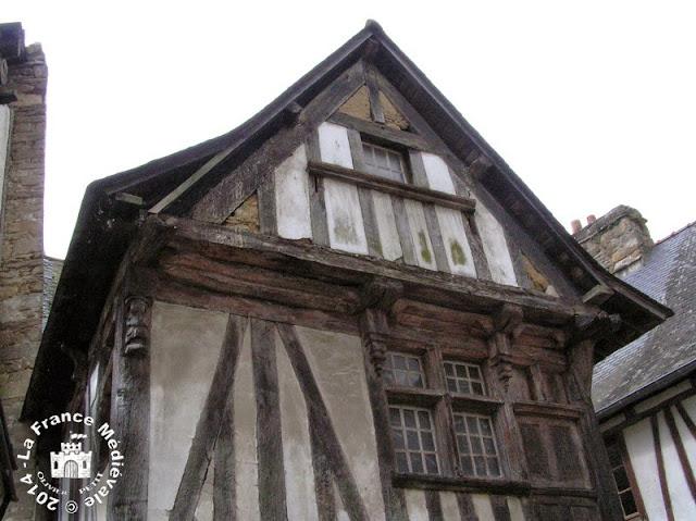 QUIMPERLE (29) - Maison à pans de bois (XVe siècle)