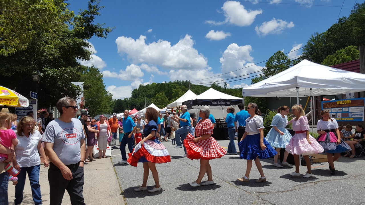 Nc mountain crafts festivals galleries artists shops for Craft fairs and festivals