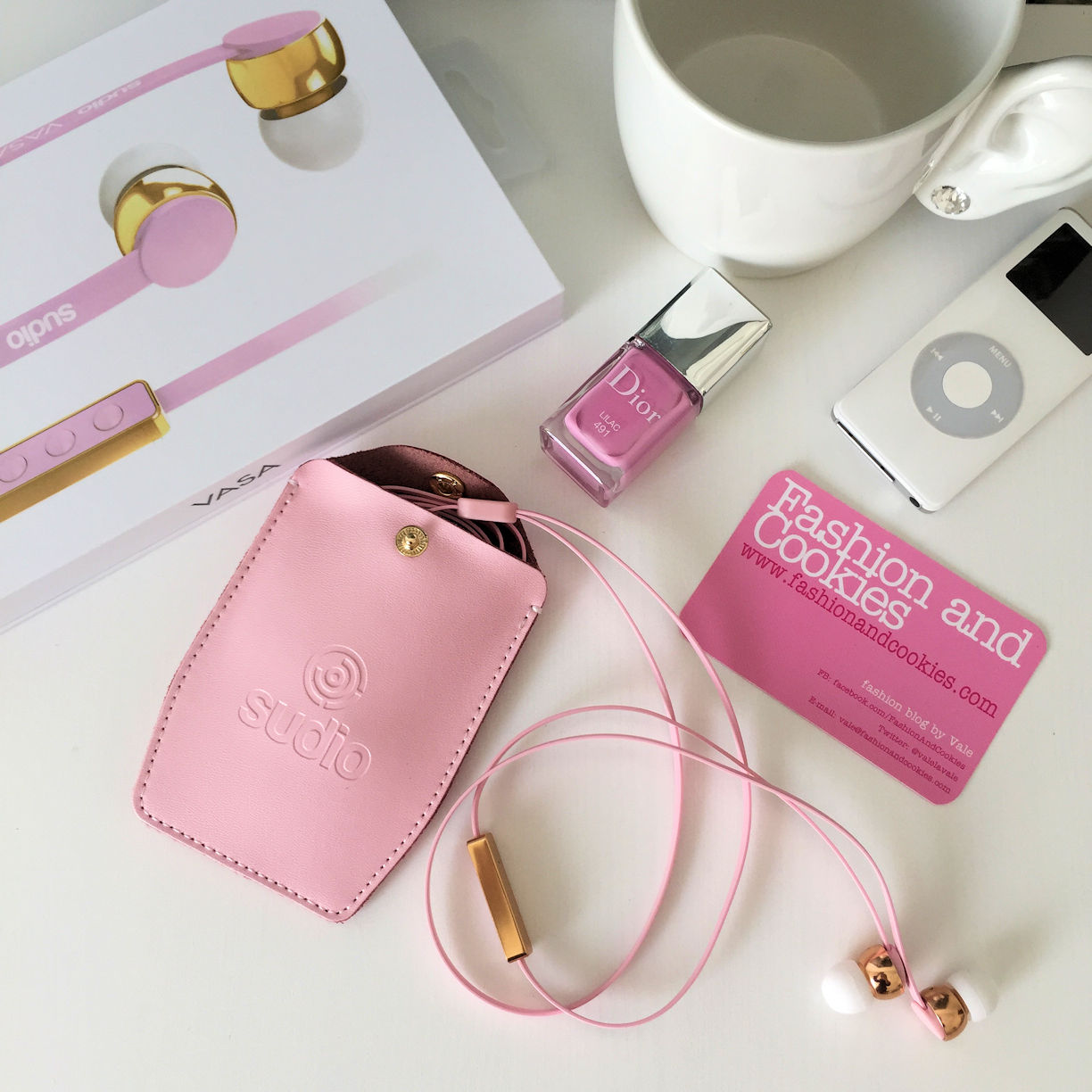 Sudio Sweden Vasa Earphones review, auricolari rosa on Fashion and Cookies fashion blog, fashion blogger style