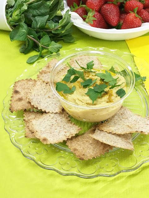 Crema di Ceci e Curry con Cracker di Piadina all'olio d'oliva e Rosmarino