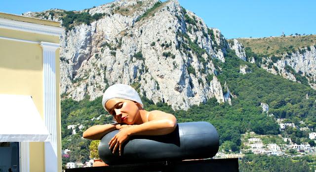 monti, statua, donna, salvagente, isola di Capri