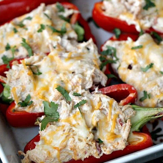LOW-CARB CREAMY CHICKEN STUFFED PEPPERS #macrofriendly #lowcarbmeals