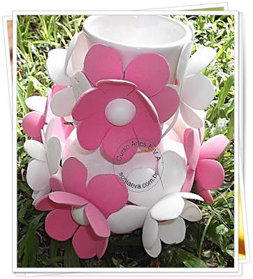 Decorando vaso com flores de E.V.A