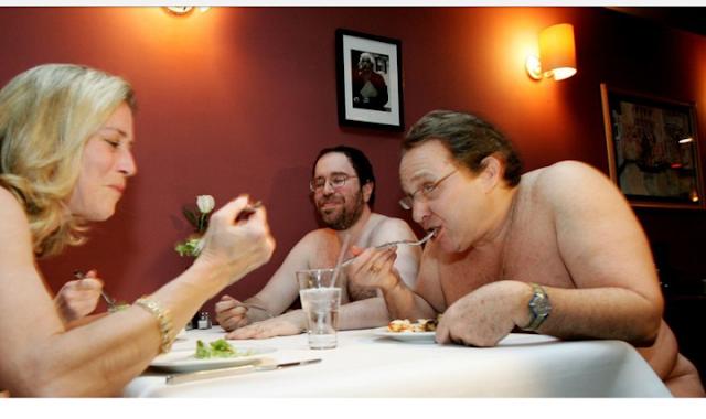 Makan Telanjang di Restoran Jadi Gratis