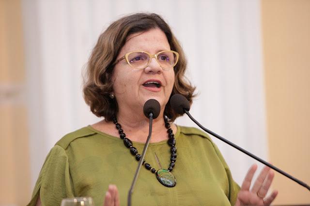 Teresa se solidariza com professores de Goiana e pede que prefeito avance nas negociações com a categoria