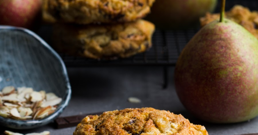 ... шоколадом / Roasted Pear and Chocolate Chunk Scones