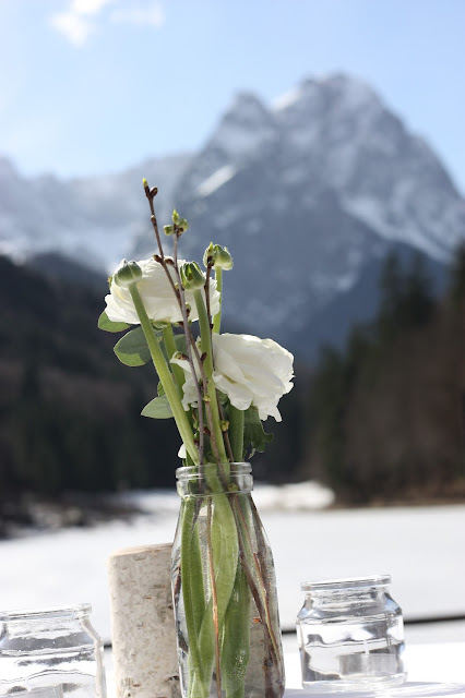 Berghochzeit im Frühling, Winterfrühlingshochzeit in den Bergen im März, Berghochzeit im Riessersee Hotel Garmisch-Partenkirchen, Bayern, Wedding in Bavaria, March, spring, winter mountain wedding