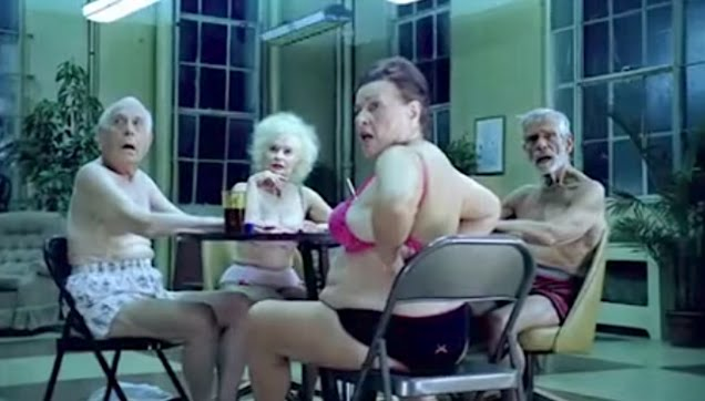 Strip Poker Commercial-Centrum Silver